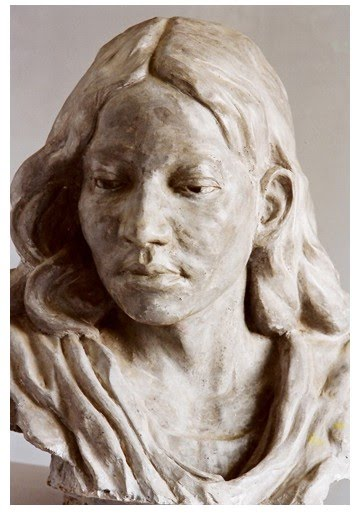 figurative sculpture of a woman