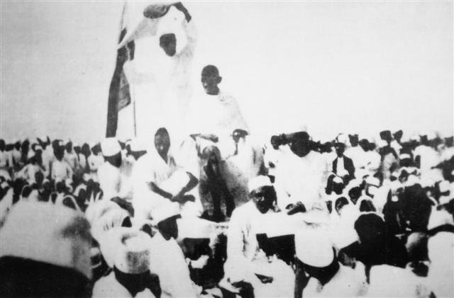 http://upload.wikimedia.org/wikipedia/commons/9/9f/Gandhi_Satyagraha.JPG