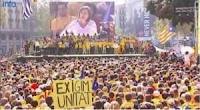 http://www.francetvinfo.fr/monde/europe/video-espagne-des-milliers-de-catalans-reclament-un-vote-pour-l-independance_723741.html