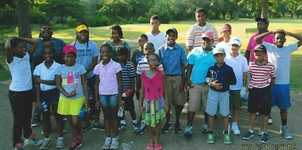 Picture of the children attending the Grove Park Junior Golf Clinic.