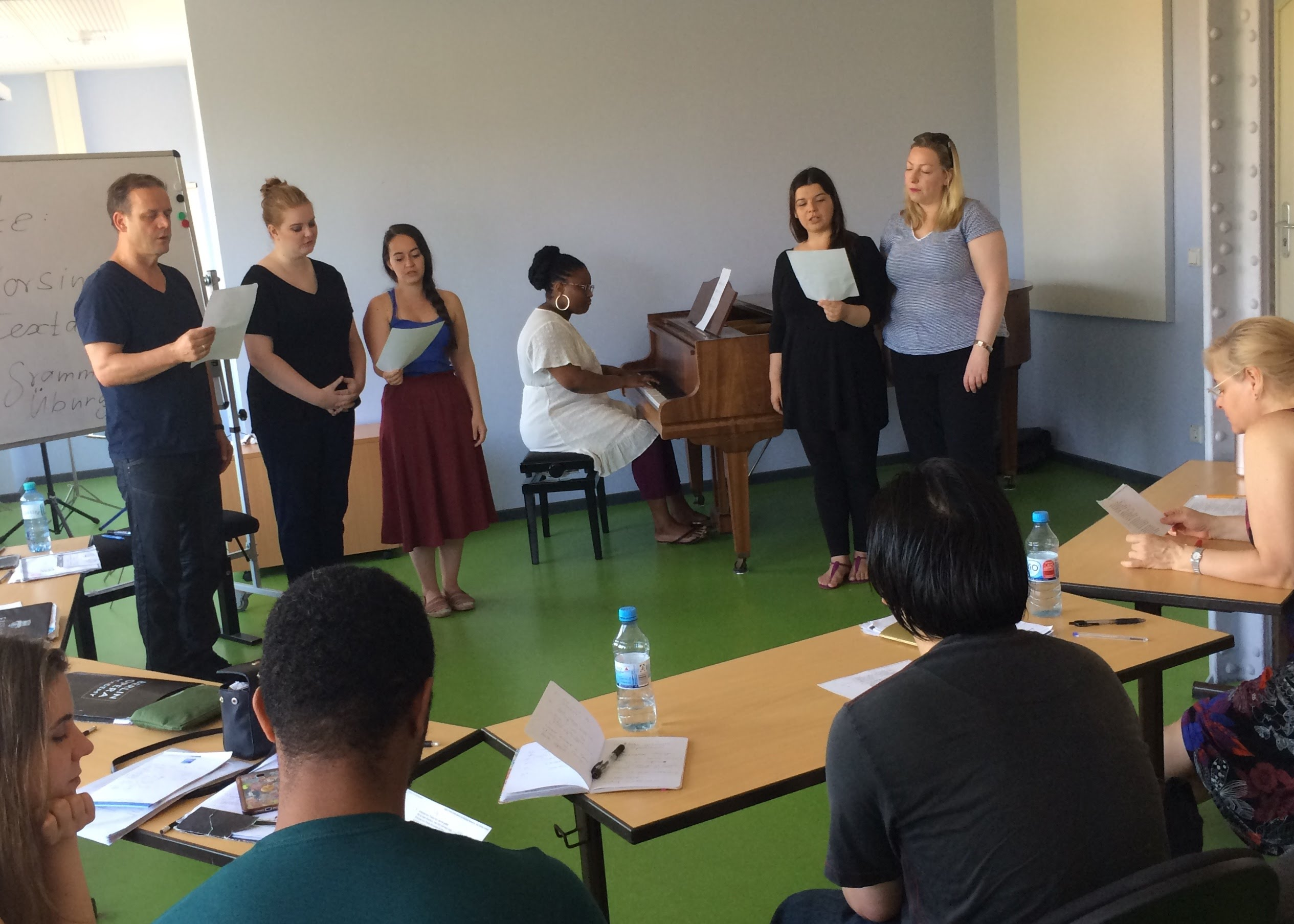 HALO SCHOOL in Berlin Charlottenburg. German language classes from A1 to C2 level, examen preparations for Telc, DaF & Goethe certificates.