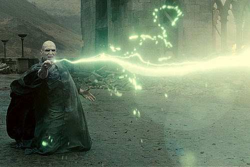 https://sites.google.com/site/harrypotterandwiccan/_/rsrc/1425830237383/harry-potter/spell-casting/Voldemort-spell-avada-kedavra-harry-potter-14771461-500-335.jpg