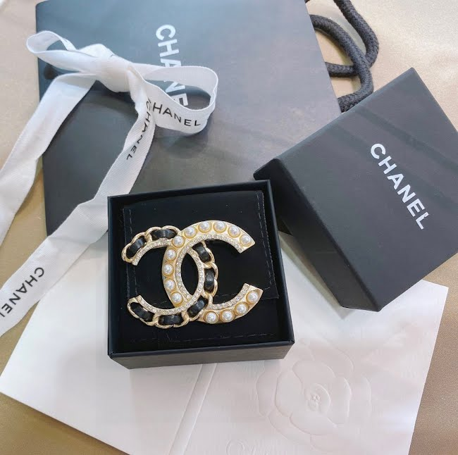 vintage chanel pins brooches