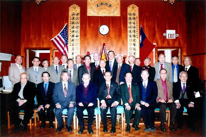 二零零九年一月一曰新舊職員合照 Present and Previous Members Photo taken on January 1, 2009