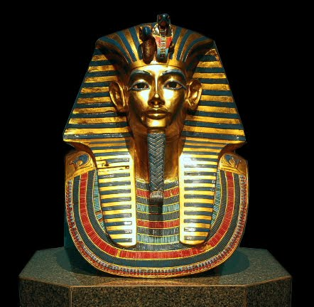 the life and tomb of king tutankhamun Howard carter (9 may 1874 – 2 march 1939) was a british archaeologist and egyptologist who became world-famous after discovering the intact tomb (designated kv62) of the 18th dynasty.