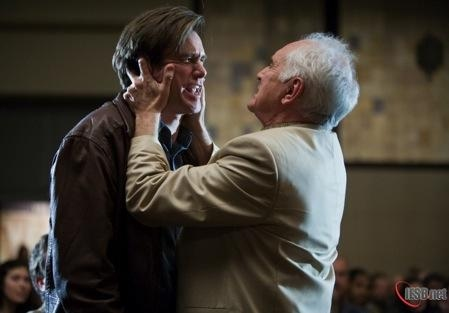 Terence Bundley(Terence Stamp) gets to grip with Carl Allen(Jim Carrey)