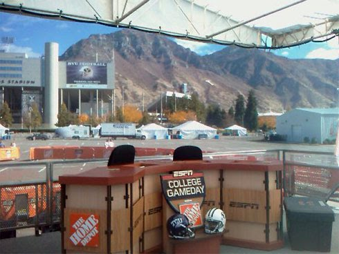 picture of mountains behind ESPN GameDay set