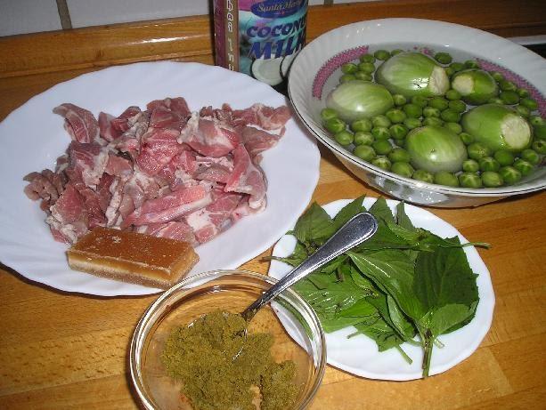 ขนมจีน+แกงเขียวหวานและอาหารประจำชาติขาดบ่ได้
