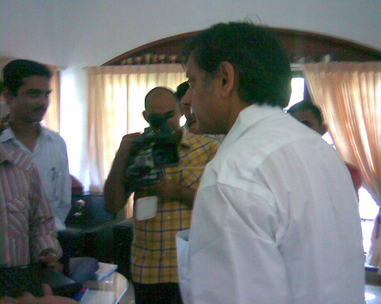 Kenney recording the interview of Trivandrum Bloggers with Dr. Tharoor.