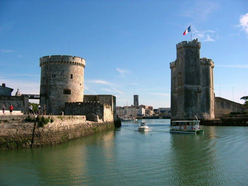 Location la rochelle aytr for Garage du port la rochelle