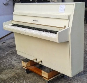 piano blanc hofmann en location