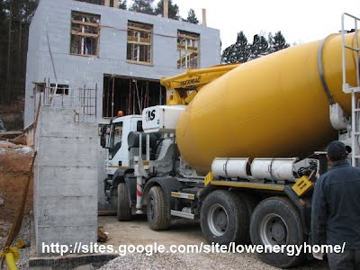 VIDEO: Filling passive house ICF wall with concrete (PH