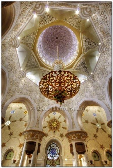 http://lukman3k.googlepages.com/sheikh_zayed_grand_mosque_25.jpg