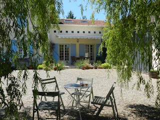 Large family villa with pool to rent in SW France