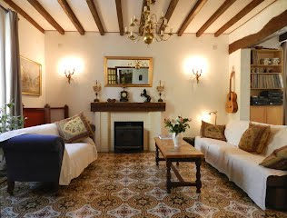Family-friendly gite with heated pool South West France