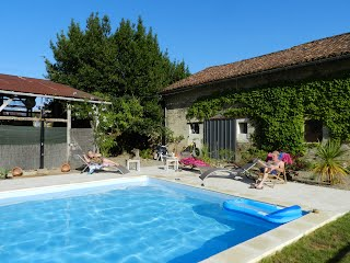 Family-friendly house with heated pool SW France