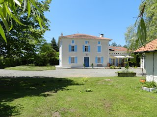 Large villa with pool SW France