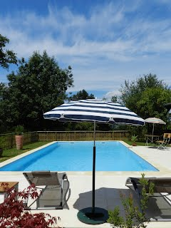 House with heated swimming pool SW France
