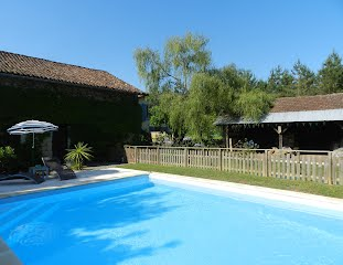 Family villa with pool to rent in SW France