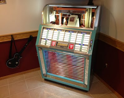 Classic Jukeboxes - Mantiques from Romeo