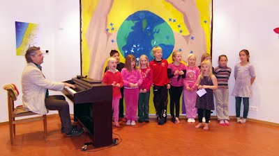 Rehearsal with 6-9 year old group