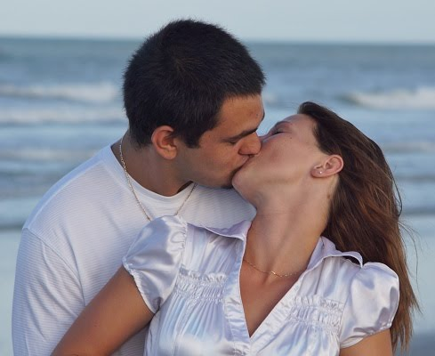 Free engagement pictures at Cocoa Beach Pier withy our great wedding photography prices