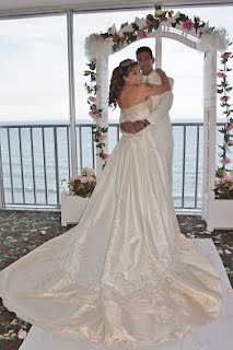 the ocean provides a beautiful backdrop for wedding pictures