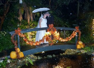 wedding pictures in the rain can be very romantic