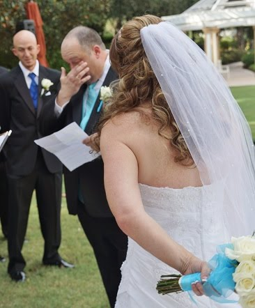 We capture the emotins with great wedding pictures