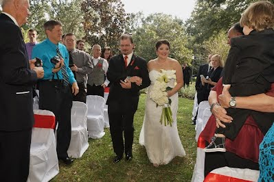 wedding photography packages bor brides planning a wedding on a budget.