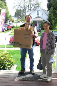 steve and kathleen deliver sack lunches
