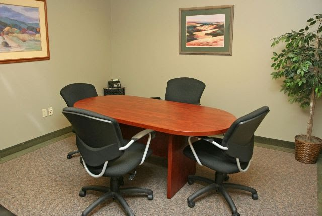 [Hình: small-conference-room-with-indoor-plant-...office.jpg]