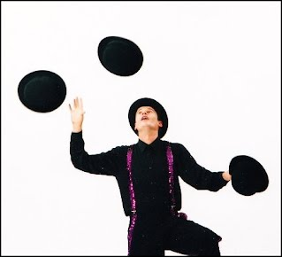 juggling hats