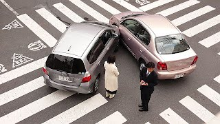 Japanese car accident by Shuets Udono - http://www.flickr.com/photos/udono/408633225/. Licensed under CC BY-SA 2.0 via Wikimedia Commons - https://commons.wikimedia.org/wiki/File:Japanese_car_accident.jpg#/media/File:Japanese_car_accident.jpg