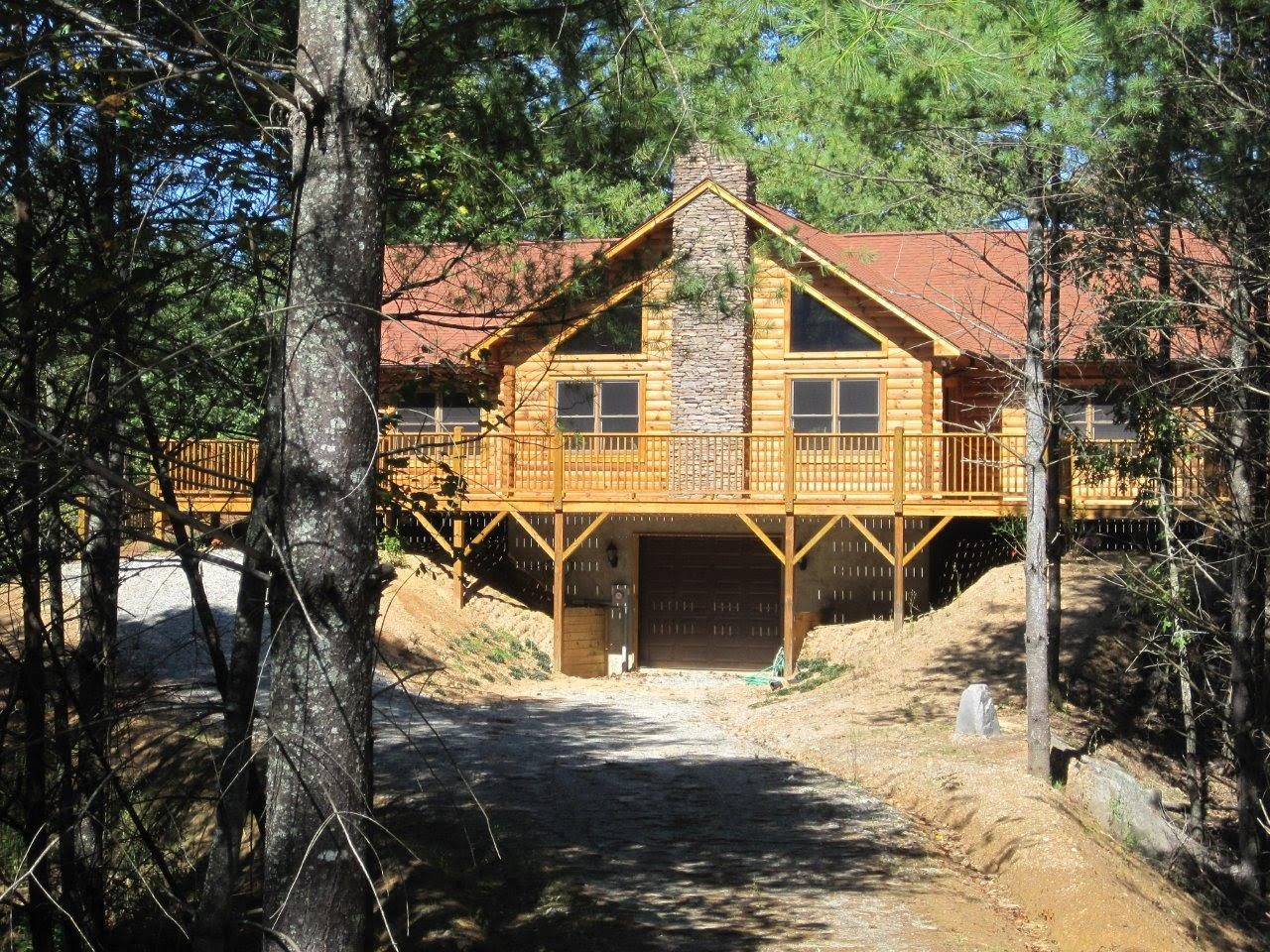 Custom Built Log Home Located on Johns River