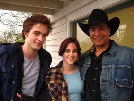 Robert Pattinson, Kristen Stewart, and Gil Birmingham