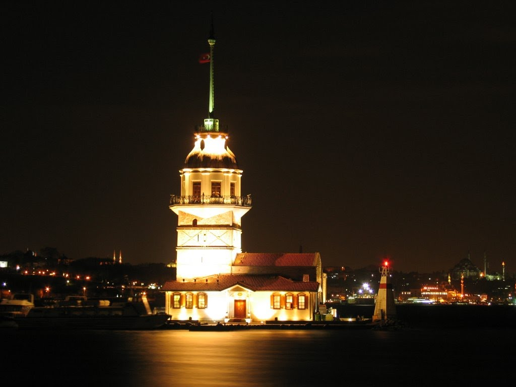 kizkulesi at night
