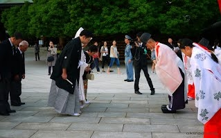 1 greeting thai and japanese culture in japan people greet each other by bowing m4hsunfo