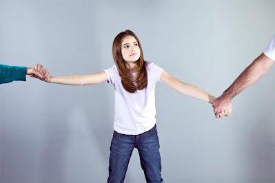 چرا هنگام ازدواج خود را گول ميزنيم؟ (دخترها و پسرها بخوانند) متأسفانه، ازدواجهاي زمانه ما، تا حد زيادي به طلاق منجر ميشوند. آمار نشان ميدهد درصد ازدواجهايي كه به طلاق ميانجامند، همه ساله در حال افزايش است. جدول زير، درصد ازدواجهايي را كه در كشورهاي مختلف جهان، به طلاق منجر شده اند نشان ميدهد. (آمار مربوط به سال 2001 ميلادي ميباشد)