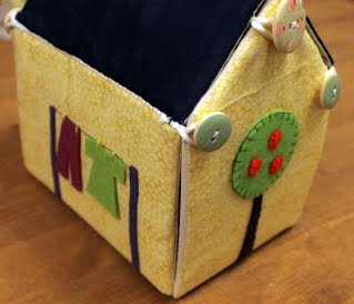 https://sites.google.com/site/thewingfieldcrafter/galleries/gallery-toys/Fabric%20Carry%20House%20Group.JPG