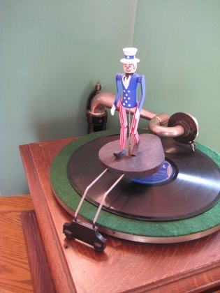 Reproduction Uncle Sam Phonograph//Victrola Toy