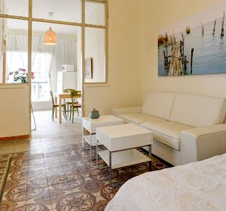 SPACIOUS 1BR APARTMENT+ PRIVATE ROOF TERRACE