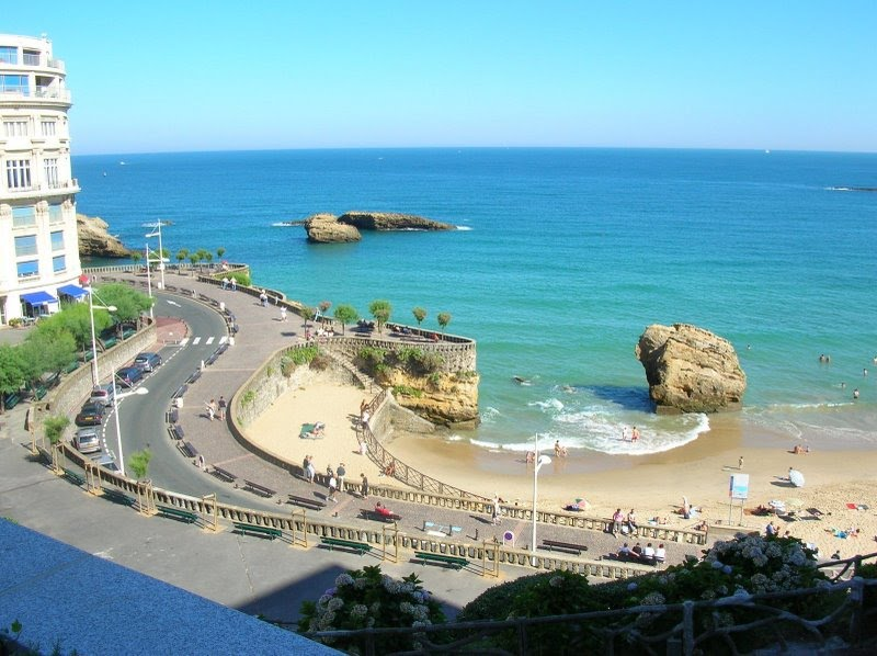 Biarritz beach wwwbiarritz for Centre sportif cote des neiges piscine