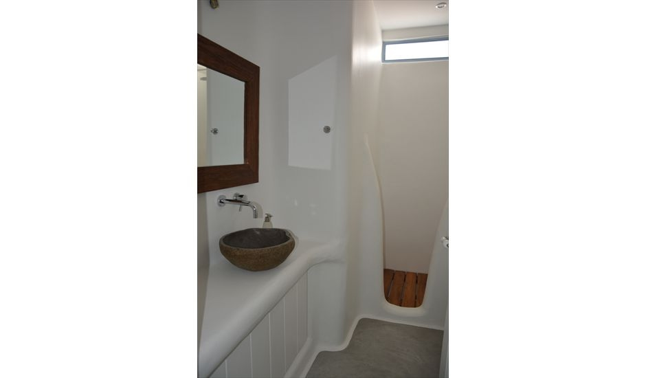 21. TWO SINGLE BEDS - BATH